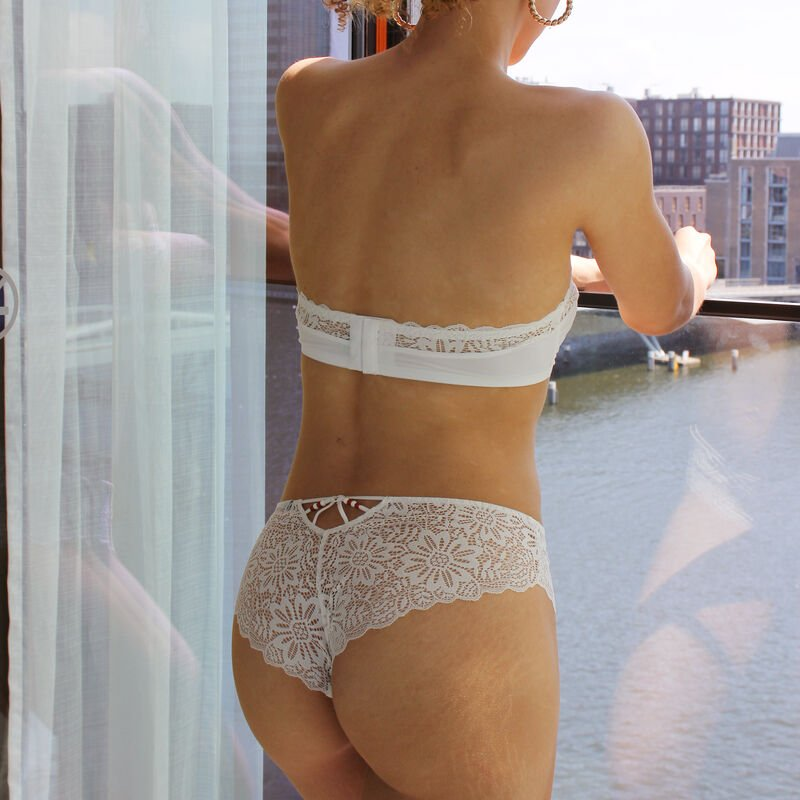 Shorty en dentelle - blanc;