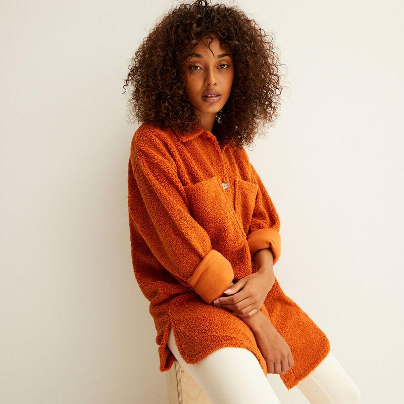 veste oversize en bouclettes - camel;