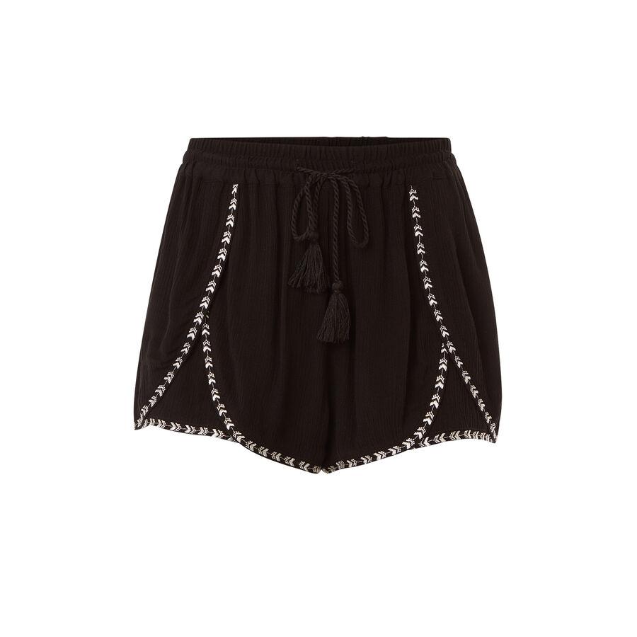 Trioukiz black shorts;${refinementColor}