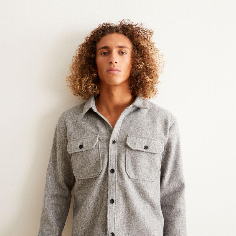 chemise boutonnée à détails poches - gris ;